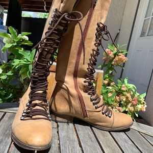 STEVE MADDEN Perrin Tan Tall Lace Up Boots US8